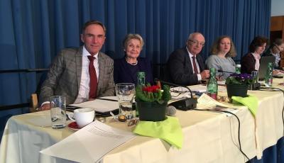 im Bild von links: SI Manfred Sauer, Sup.-Kuratorin Helli Thelesklaf, Bischof Hon.-Prof.Dr. Michael Bünker, Pfr.in Sabine Schmoly, Seniorin Dagmar Wagner-Rauca, Margot Kriebitz (Foto Senior Michael Guttner)