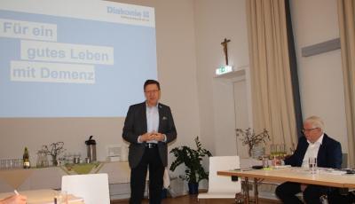 im Bild von links: Rektor Dr. Hubert Stotter sowie Dr. Helmut Dareb  (Foto Sieglinde Oborny)
